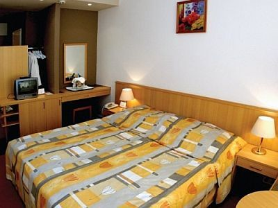 Hunguest Hotel Panorama at affordable prices with half board and use of thermal bath