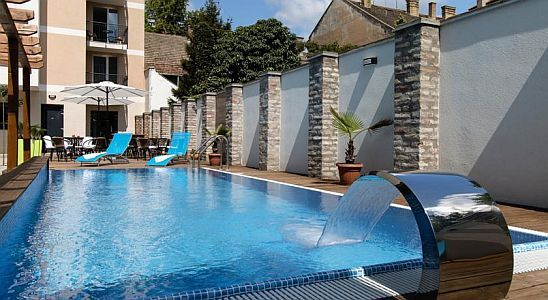Auris Hotel in Szeged with outdoor pool and sauna